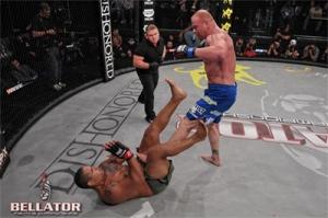 thiago-santos-ax-kick-groin